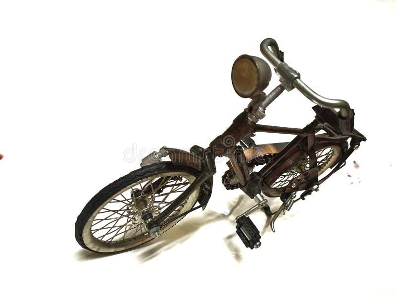 Изолированный винтажный велосипед в белой предпосылке стоковая фотография rf