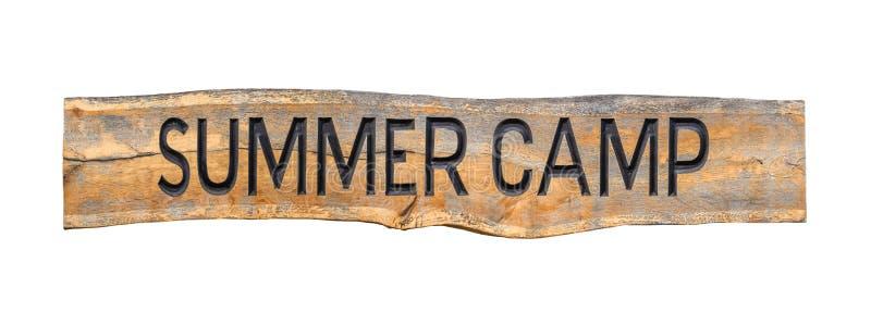 Изолированный деревянный знак летнего лагеря стоковые изображения rf