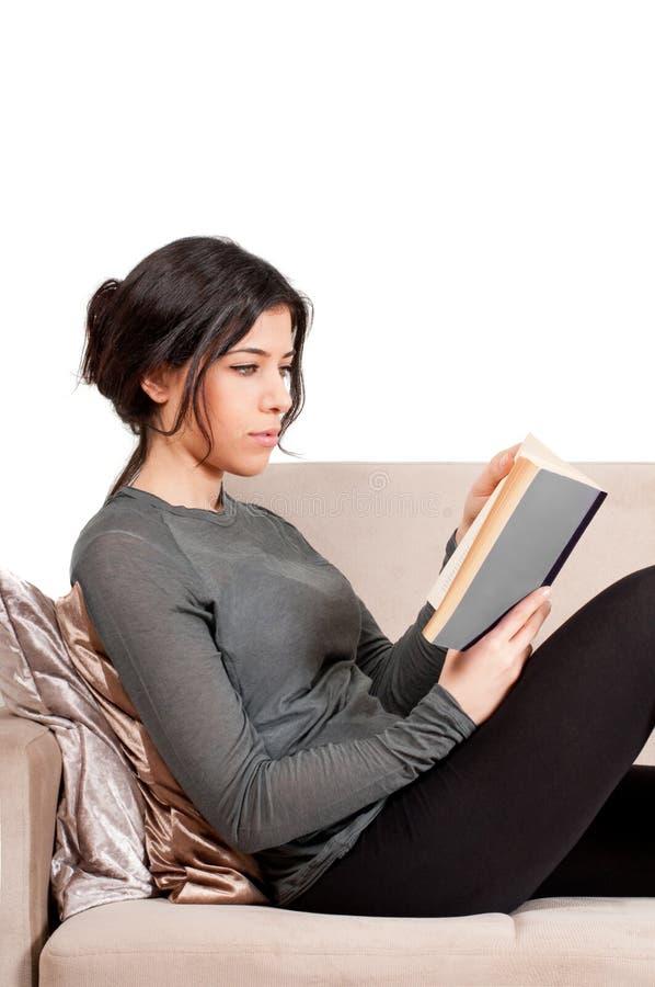 изолированный женщиной изучать студента стоковое изображение rf