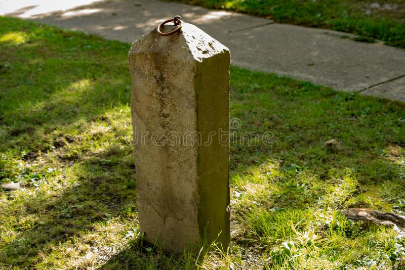 Изолированный каменный прицепляя столб в падениях Montour стоковое изображение rf