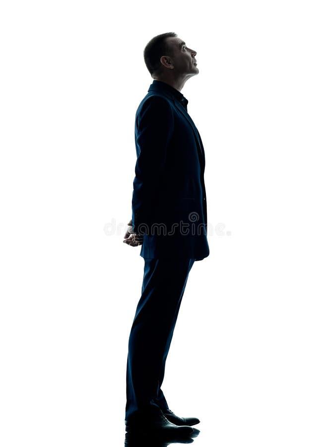 Изолированный силуэт бизнесмена стоящий стоковая фотография