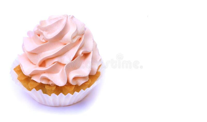 Изолированный торт с cream пинком Очень вкусное пирожное дня рождения на белой предпосылке стоковое изображение