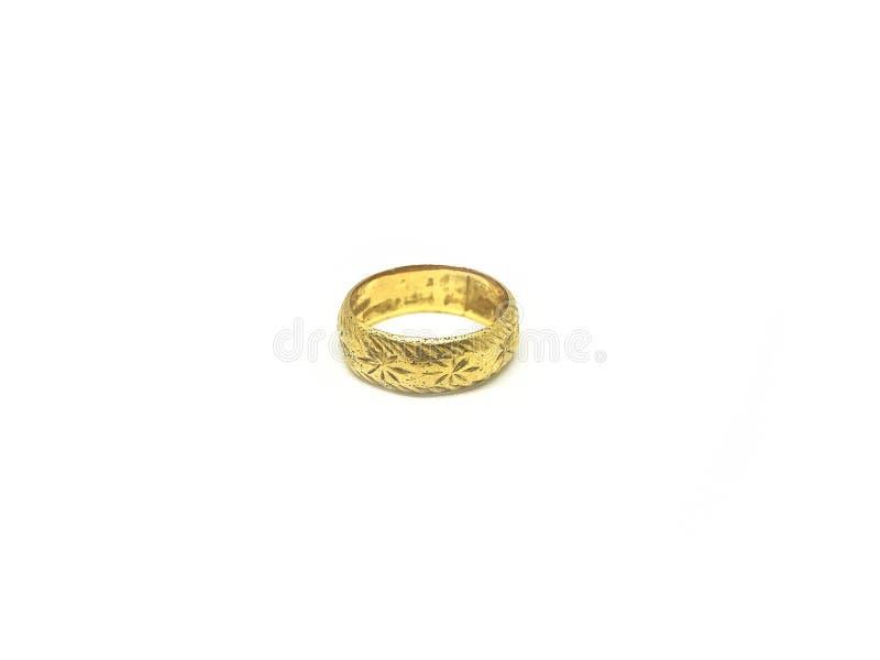 Изолируйте винтажное и классическое золотое кольцо, белую предпосылку стоковое изображение