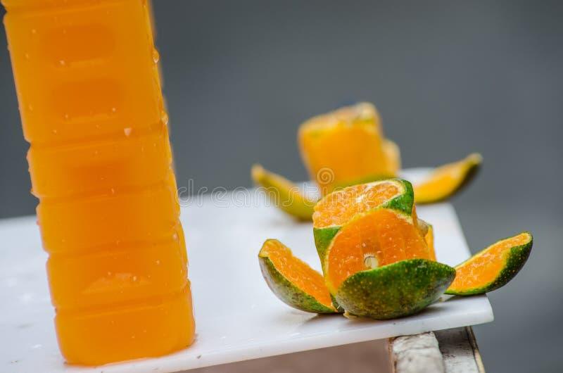 изолированная белизна сока померанцовая стоковые изображения