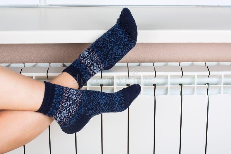 изолированная женщина ног белая стоковое изображение rf