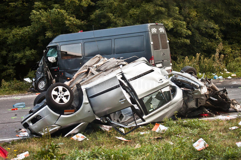 изолированная иллюстрация автомобиля аварии 3d представила белизну стоковая фотография