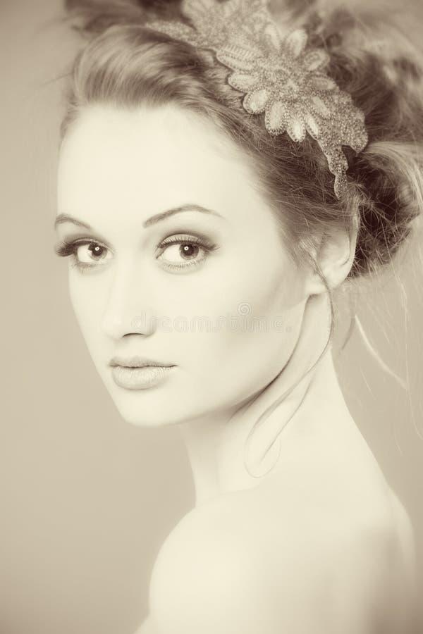 изолированная красоткой белизна портрета Совершенный свежий крупный план кожи Чисто модель красоты Концепция заботы молодости и к стоковое изображение