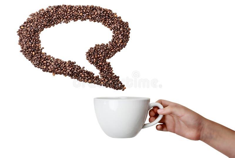 Изолированная рука держа пузырь речи кофейного зерна чашки и стоковое изображение rf