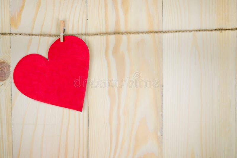 изолированная сердцем белизна томата формы стоковая фотография rf