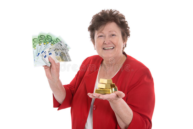 Изолированная старшая женщина с деньгами и золотом: концепция для пенсии a стоковое изображение rf
