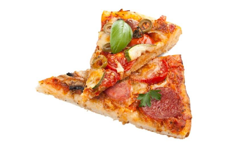 2 изолированного куска пиццы стоковое изображение