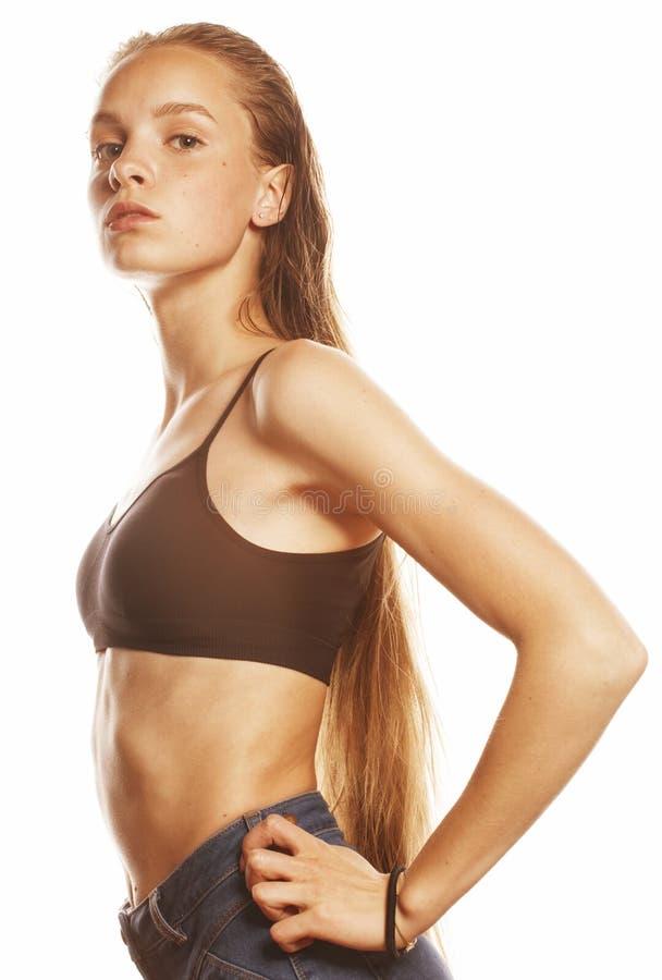 Изолированные волосы молодой привлекательной женщины влажные длинные после разминки стоковая фотография rf