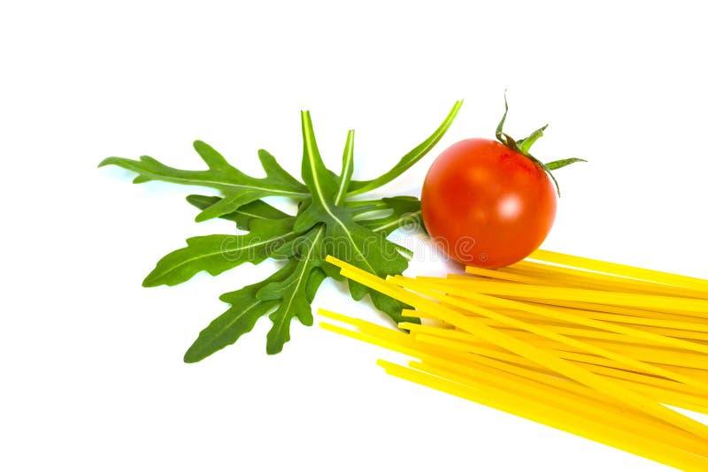 Изолированные Ruccola, томат и spagetti стоковое изображение rf
