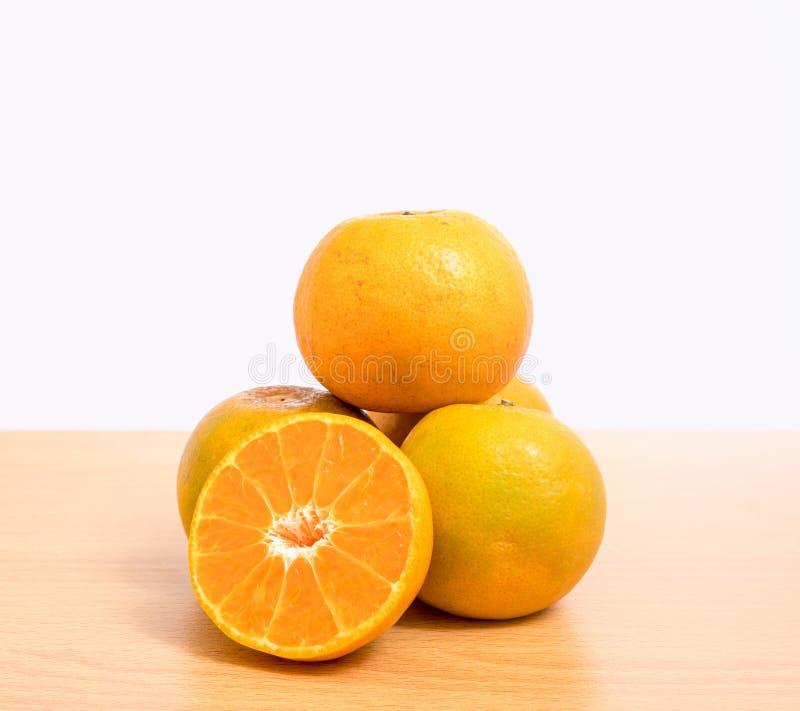 Изолированный апельсинами комплект отрезка стоковые изображения rf