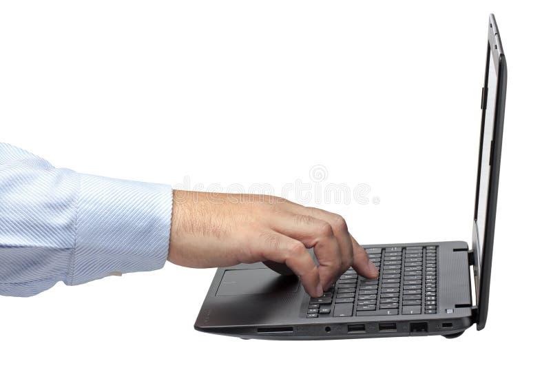 Изолированный взгляд со стороны компьтер-книжки компьютера руки бизнесмена стоковое изображение rf