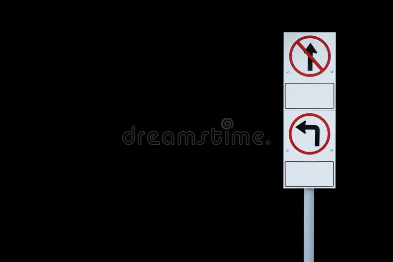 Изолированный знак уличного движения на черной предпосылке стоковая фотография rf