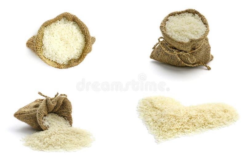 Изолированный комплект риса жасмина в рисе мешка и жасмина в форме сердца на белой предпосылке стоковые изображения