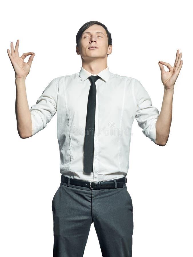 Изолированный молодой человек в положении Дзэн на белой предпосылке стоковые изображения rf