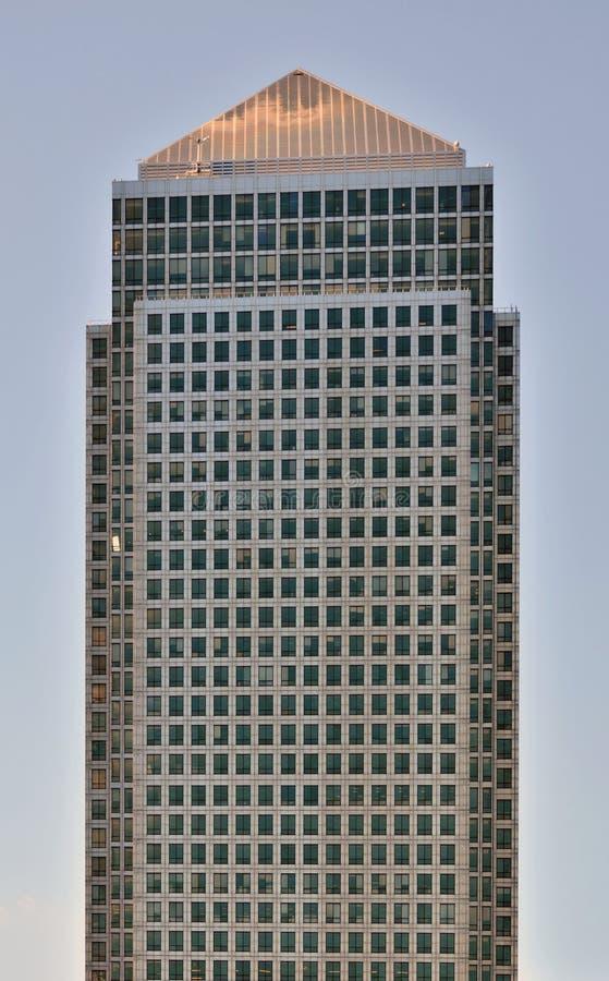 Изолированный небоскреб стоковое фото rf