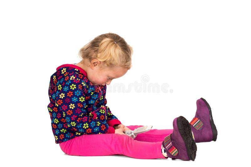 Изолированный ребенок с мобильным телефоном стоковая фотография