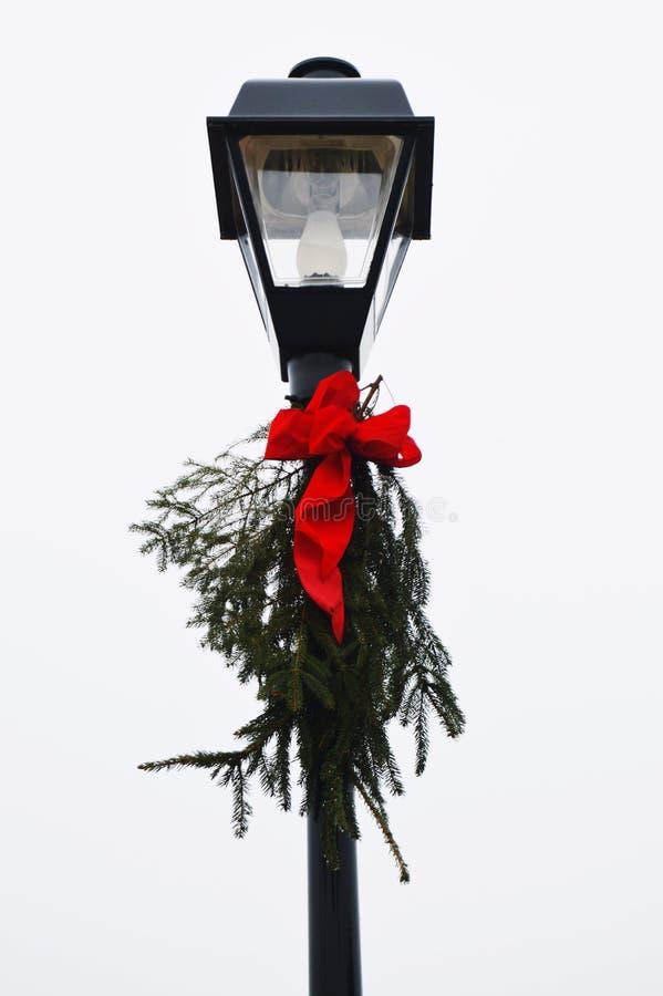 изолированный столб светильника стоковые изображения