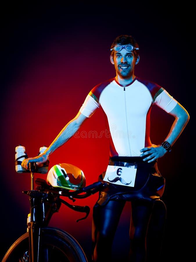 Изолированный триатлон велосипеда велосипедиста человека задействуя стоковые изображения