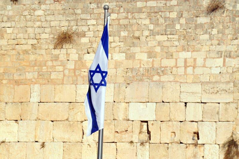 Израильский национальный флаг на западной стене стоковые фото