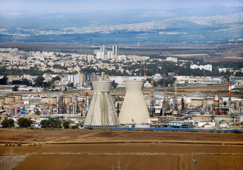 Израильское нефтеперерабатывающее предприятие в Хайфа стоковое фото rf