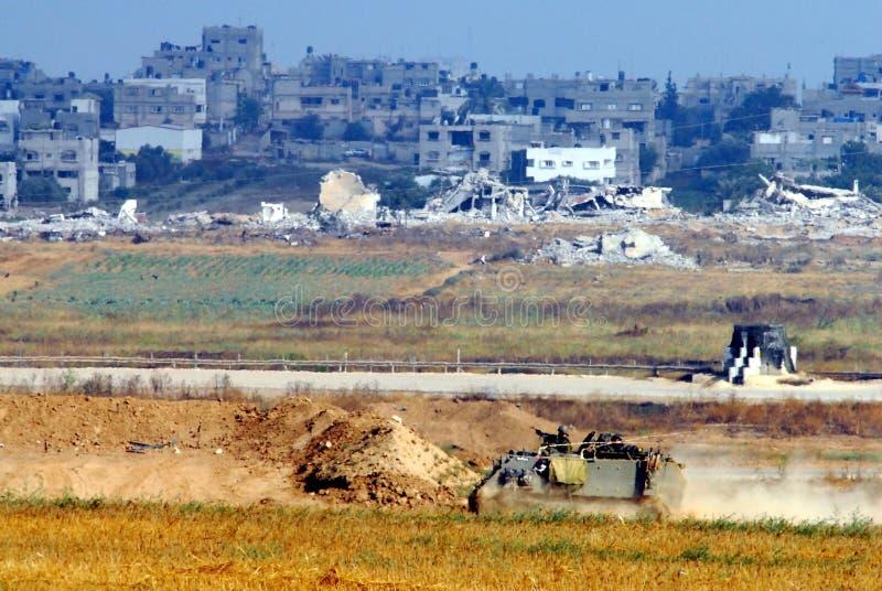 Израильские солдаты в вооруженном корабле около сектора Газаа стоковая фотография