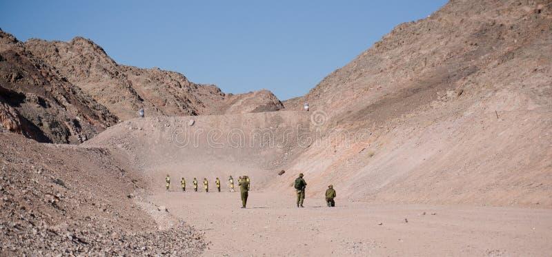 Израильские солдаты на земле стрельбы стоковое изображение rf