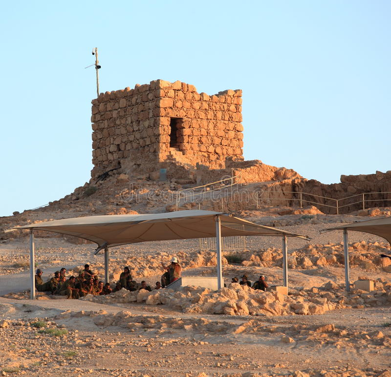 Израильские солдаты na górze крепости Masada стоковая фотография rf