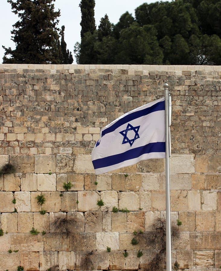 Израильский флаг на западной стене стоковая фотография rf