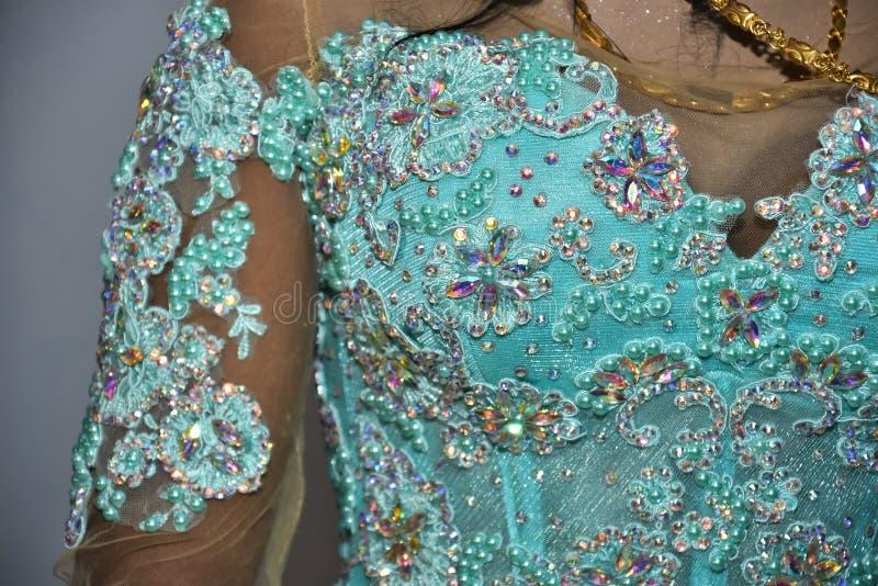 Израиль, Negev, 2016 - Bust невеста в платье бирюзы с вышивкой стоковые изображения