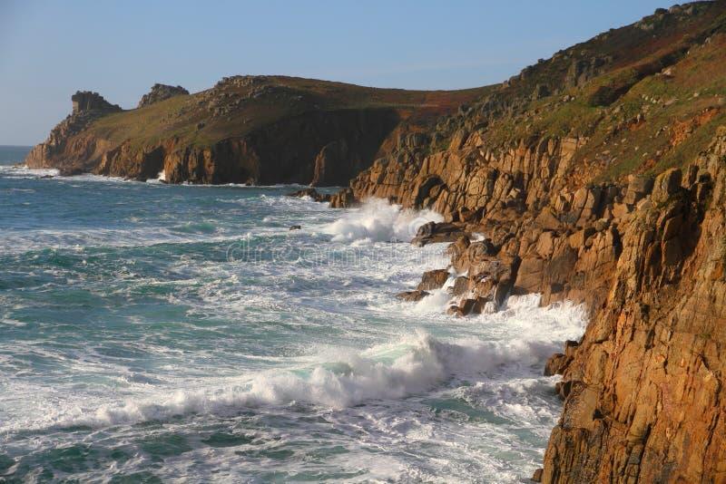 Изрезанное побережье Корнуолл, Англия стоковые изображения