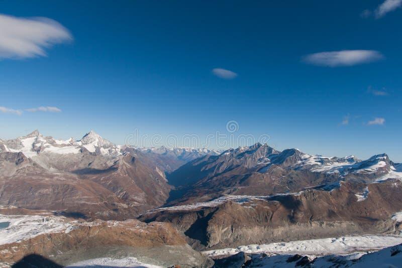 Изумительная панорама от рая ледника Маттерхорна к Zermatt, Альпам стоковое фото rf