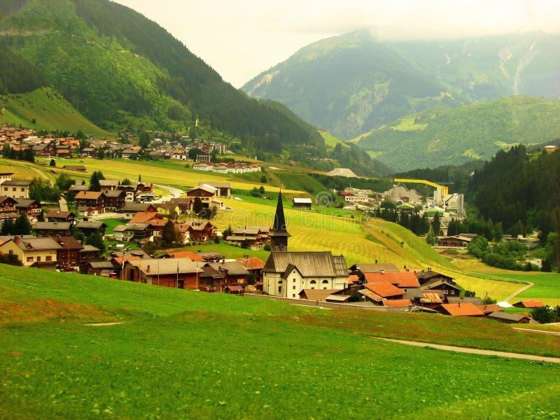 изумительное красивейшее сонное швейцарское село взгляда стоковое изображение rf