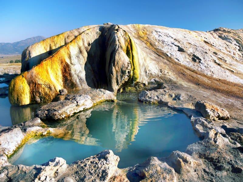 Изумительные горячие источники травертина, Бриджпорт Калифорния стоковые изображения rf