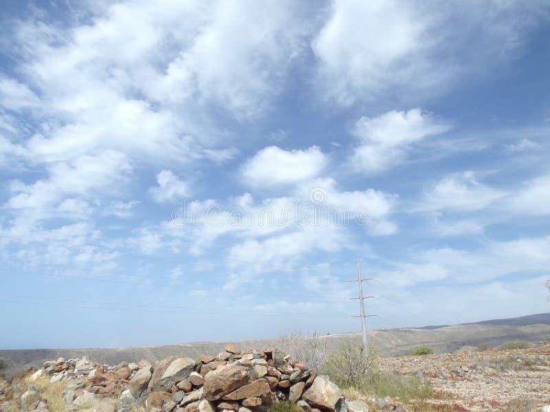Изумительные облака в канарском небе стоковые изображения rf