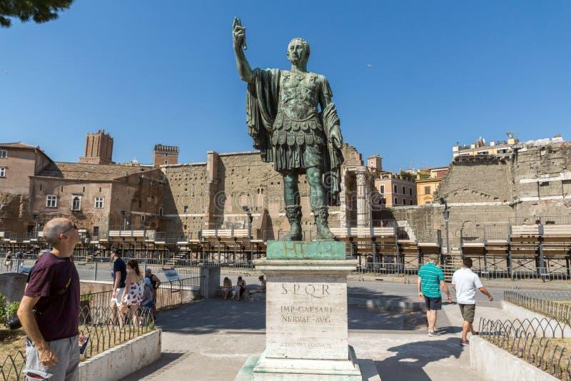 Изумительный взгляд статуи Нервы в городе Рима, Италии стоковые фотографии rf