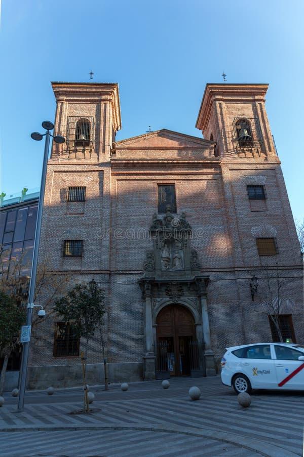 Изумительный взгляд утра Iglesia de Сан Мартина de путешествует в городе Мадрида, Испании стоковые изображения