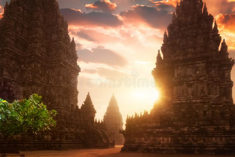 Изумительный восход солнца на виске Prambanan Индонезия стоковые изображения