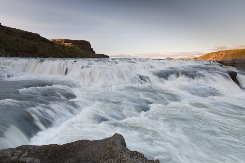 Изумительный огромный красивый водопад Gullfoss, известный ориентир ориентир в Исландии стоковое изображение rf