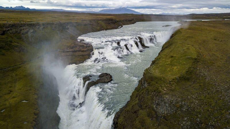 Изумительный огромный красивый водопад Gullfoss, известный ориентир ориентир в Исландии стоковое изображение
