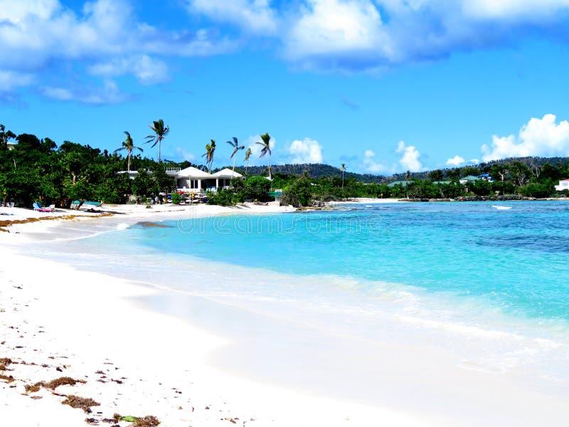 Изумительный пляж сапфира в St. Thomas стоковые фото