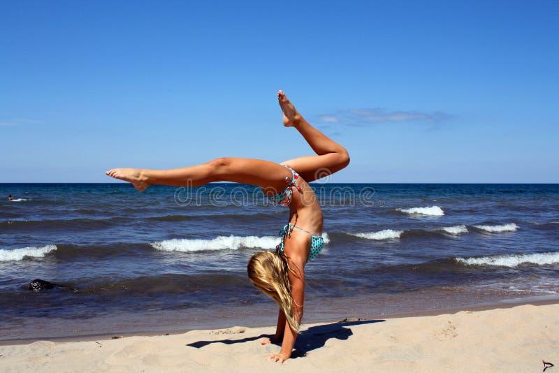 Изумительный handstand стоковое изображение rf