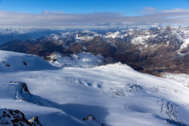 Изумительная панорама зимы к швейцарцу Альпам стоковые фото
