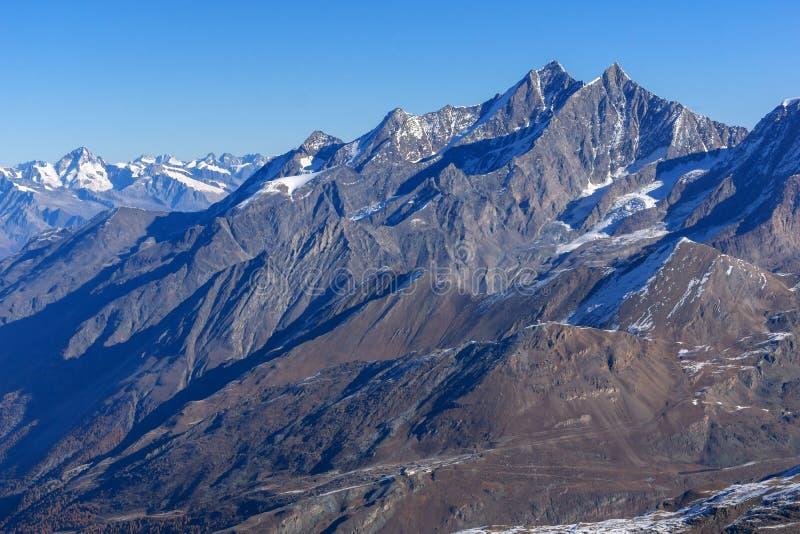 Изумительная панорама к швейцарцу Альпам от рая ледника Маттерхорна к Альпам стоковое фото