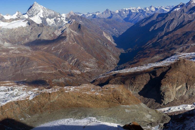 Изумительная панорама от рая ледника Маттерхорна к Zermatt, Альпам стоковое изображение rf