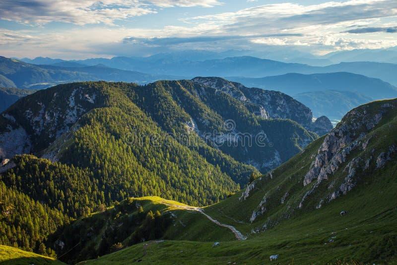 Изумительные горы горной вершины стоковое фото rf