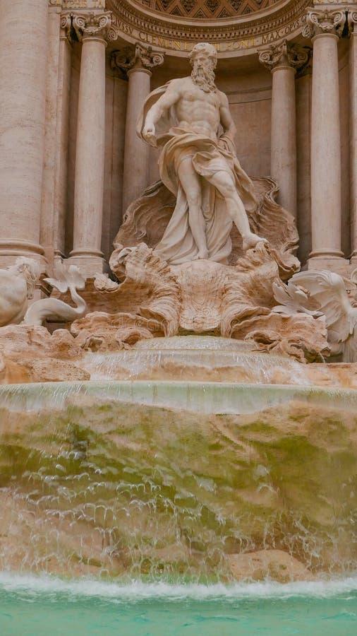 Download Изумительные статуи на фонтанах Trevi в Риме Стоковое Изображение - изображение насчитывающей sightseeing, vatican: 81809017